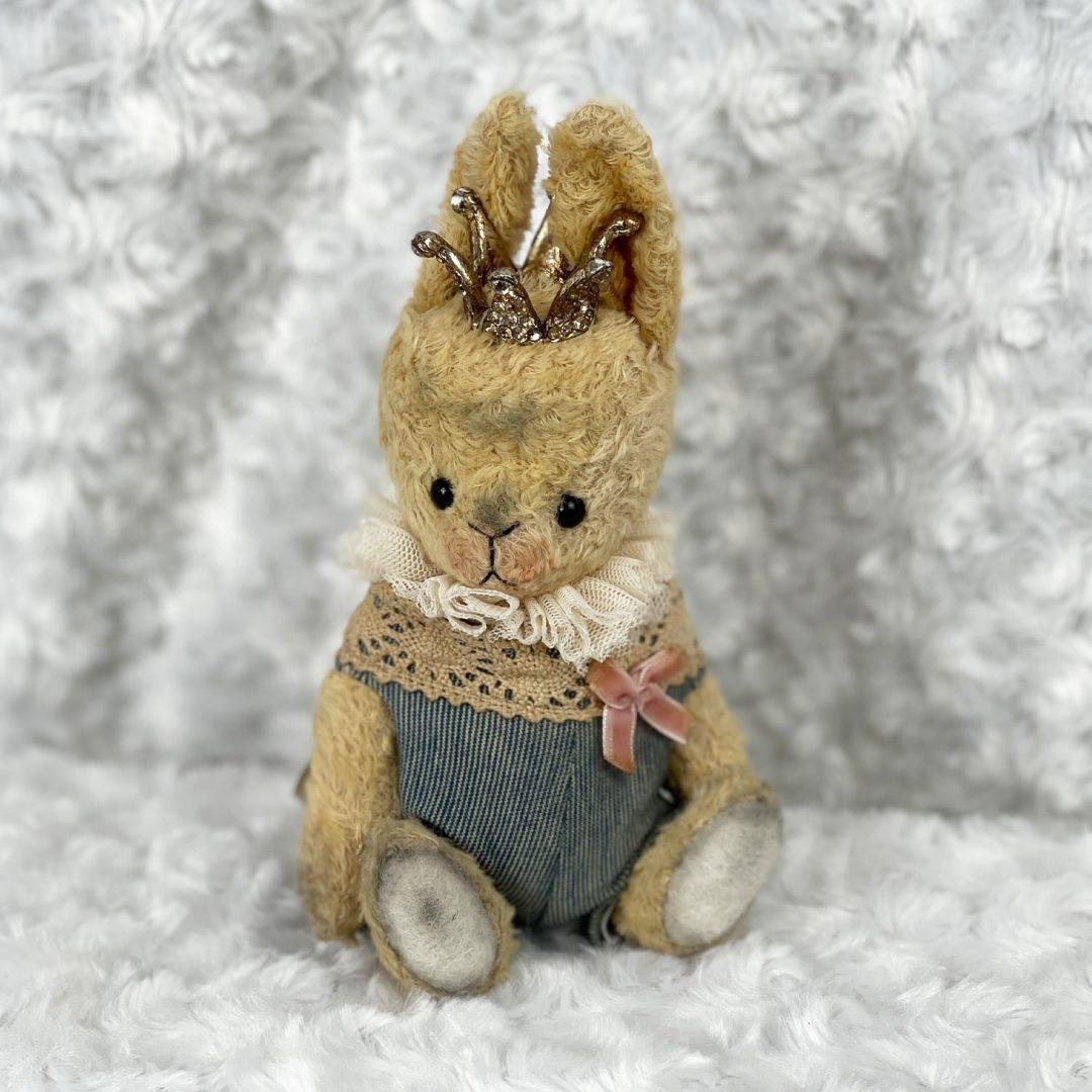 Caroline Astrid Bunny-min