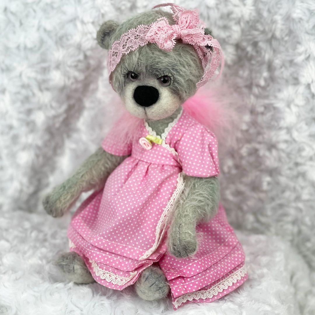 Lola Artist Bear-min